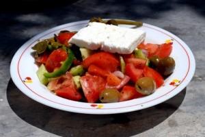 salata sa svježim povrćem